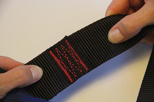 Vérifiez l'état du tissu, des coutures et des sangles